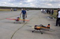 Радиоуправляемые самолеты показали высший пилотаж