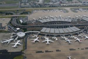В аэропорту Шарль-де-Голль из-за подозрения в радикальных взглядах уволены 57 работников (ТАСС)