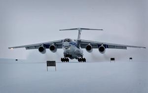В рамках летных испытаний самолета Ил-76ТД-90ВД в Антарктиде впервые выполнено десантирование груза парашютным способом (ОАО