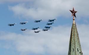 Танк времен ВОВ и воевавшие в Сирии бомбардировщики: парады Победы в регионах России (ТАСС)