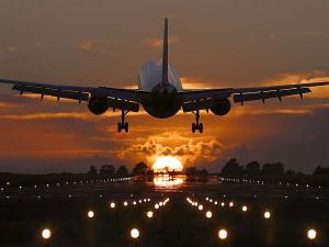 В аэропорту столицы Уругвая пожарные обследовали самолет после сообщения об угрозе взрыва (ТАСС)