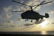 На Камчатке экипажи вертолетов отрабатывают взлеты и посадки на палубу авианесущего корабля