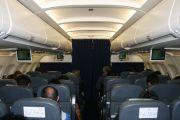 Неоднозначные действия пассажирки в самолете стали предметом споров в сети