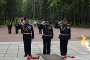 Командующий Ленинградской армией ВВС и ПВО возложил цветы к памятнику защитникам ленинградского неба