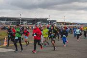 По взлетно-посадочной полосе международного аэропорта Красноярск пробежали 1000 человек