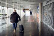"""В октябре количество пассажиров, обслуженных аэропортом """"Рига"""", сократилось почти на 90%"""
