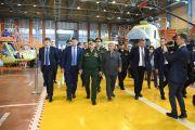 Сергею Шойгу на КВЗ представили модернизированный вертолет Ми-8МТВ-5М